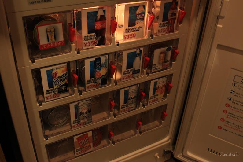 飲み物が入った冷蔵庫
