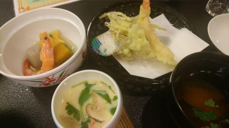 天ぷらや茶わん蒸し