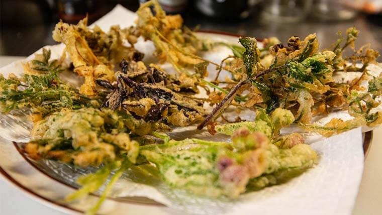食べられる雑草の天ぷら